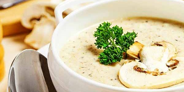 سوپ شیر و قارچ یک غذای رژیمی