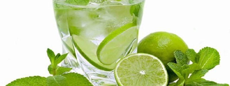 در فصل گرما از نوشیدنی های خنک استفاده شود!