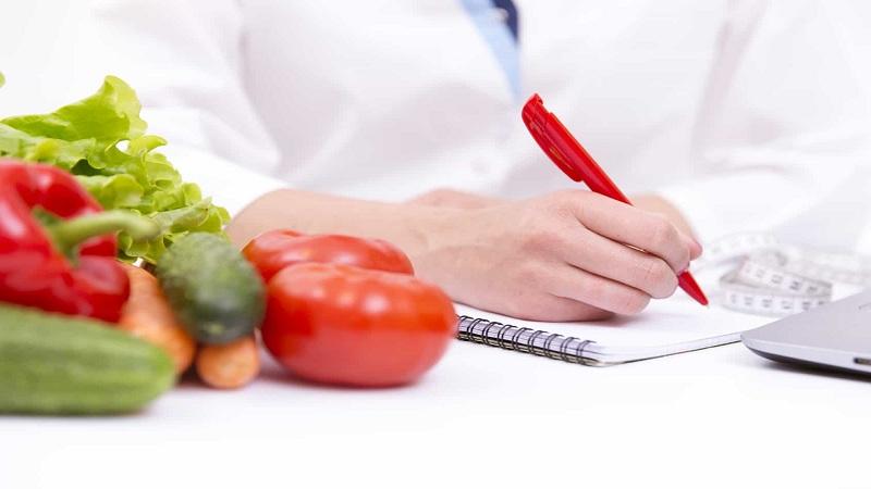 متخصص تغذیهچگونه به مراجعه کنندگان کمک می کند؟